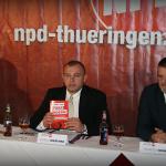 Wieschke stellt den Pressevertretern das Landtagswahlporgramm vor